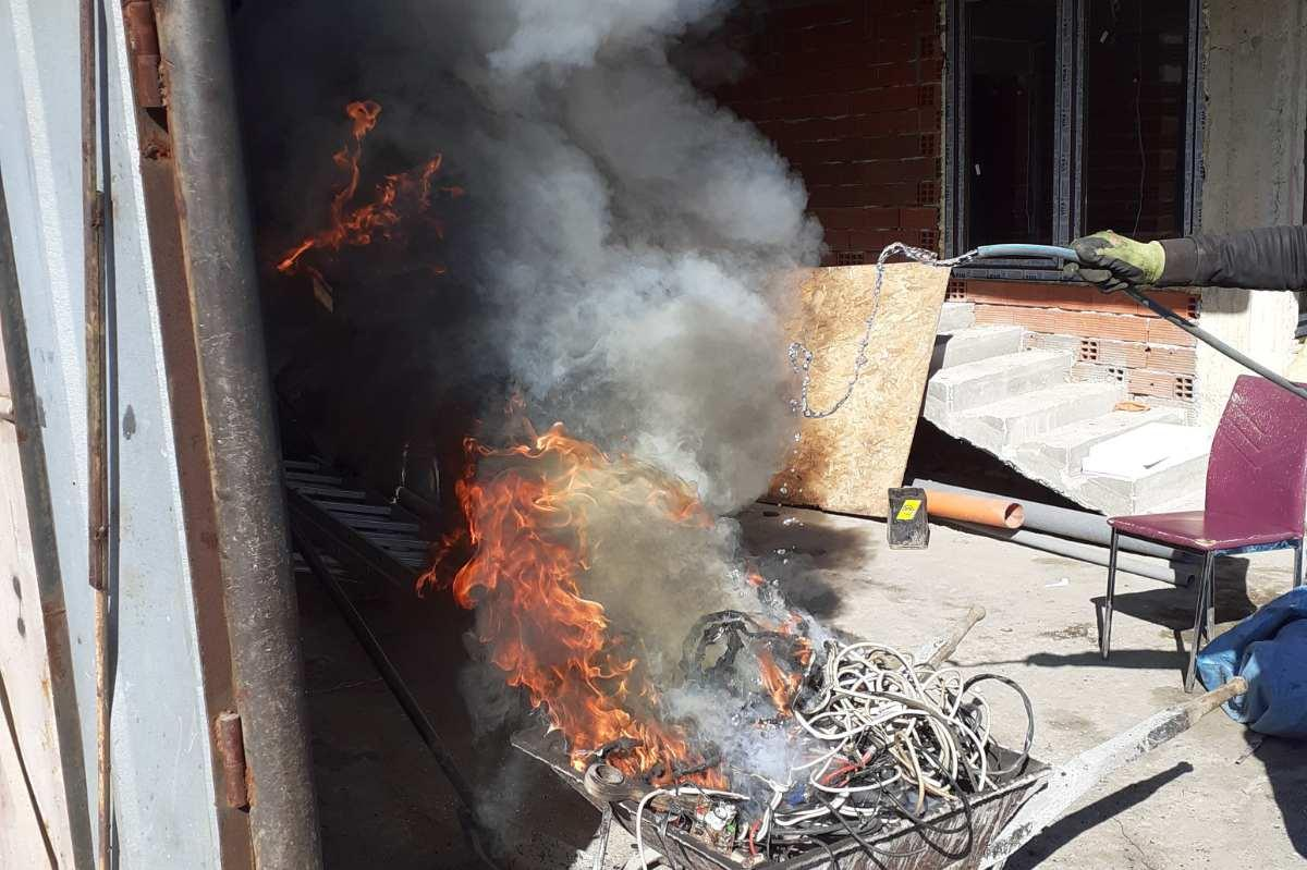 Глобиха столичани за горене на кабели в Христо Ботев