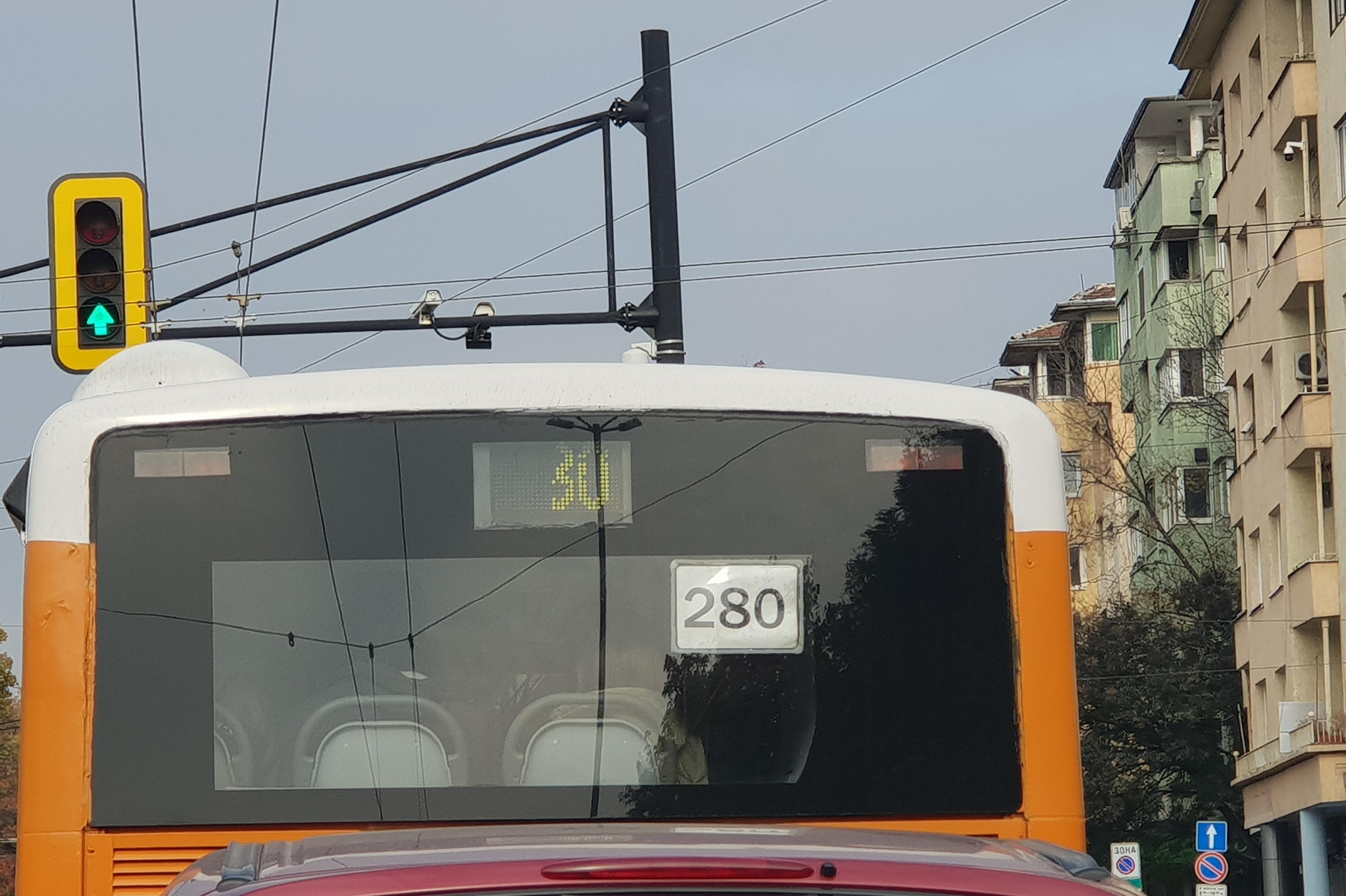 Добро дело: Шофьор на автобус 280 помогна на незрящ мъж