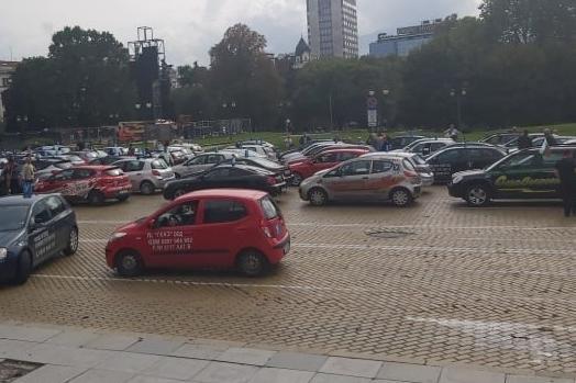 """Протест на автоинструкторите затвори """"Цар ОСвободител"""", след 16.00 отварят"""
