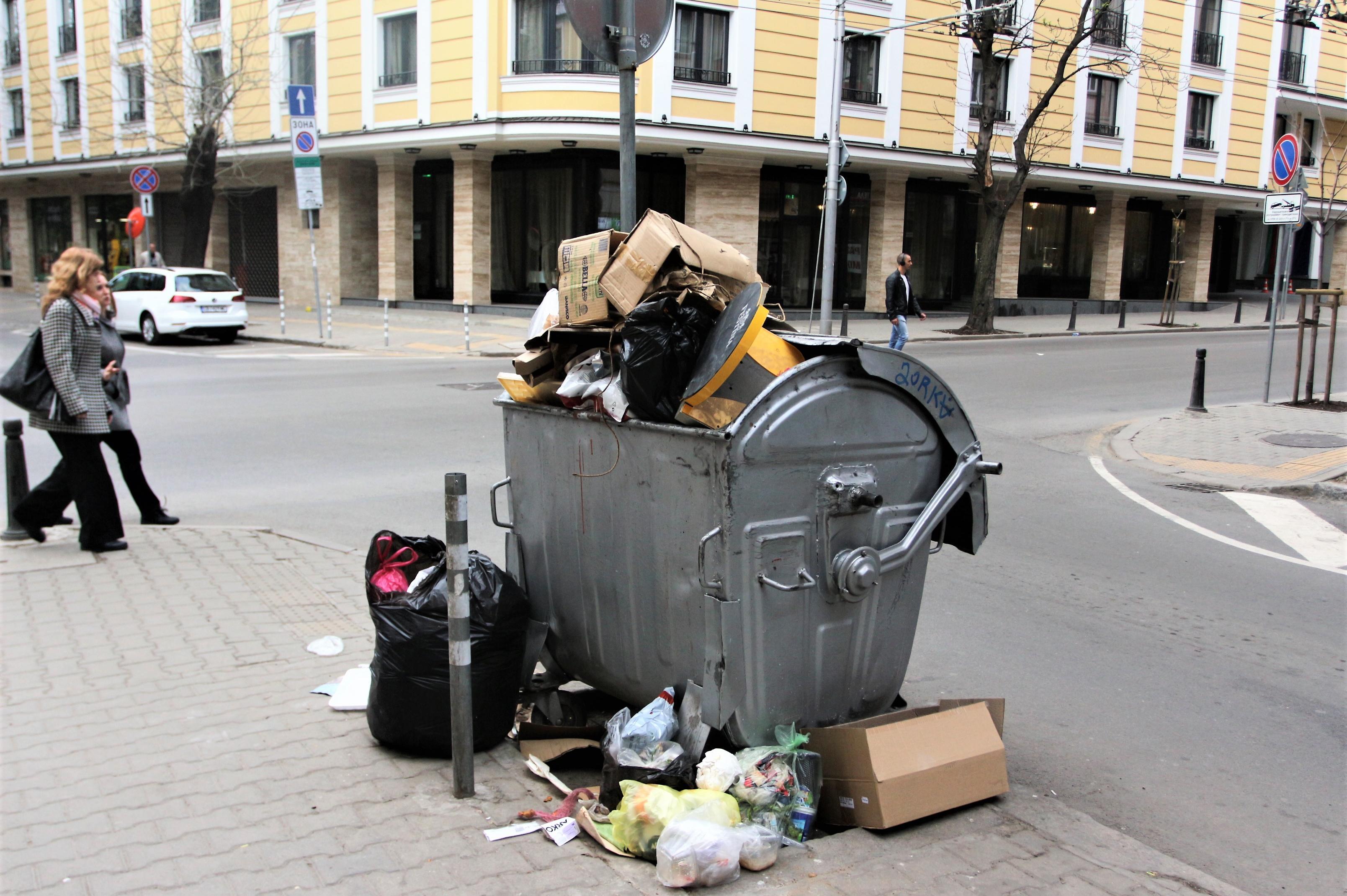 """Търговска верига от """"Изгрев"""" с глоба за смесване на отпадъци"""