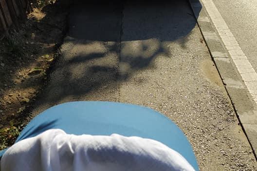 Мерцедес заприщи тротоара на детска количка на Симеоновско