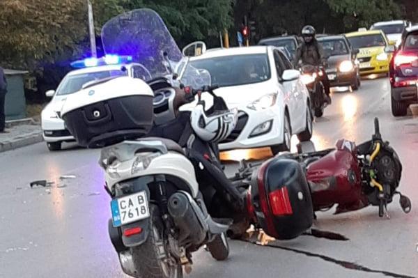 """Мотор и кола се удариха на """"Вапцаров"""", мотористът е в съзнание"""