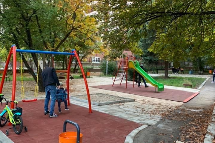 """Готова е новата детска площадка между бл.47-48 и 45-46 в """"Дианабад"""""""
