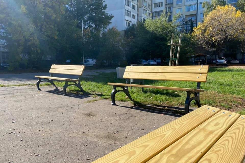 111 нови пейки поставят за година в Младост (СНИМКИ)