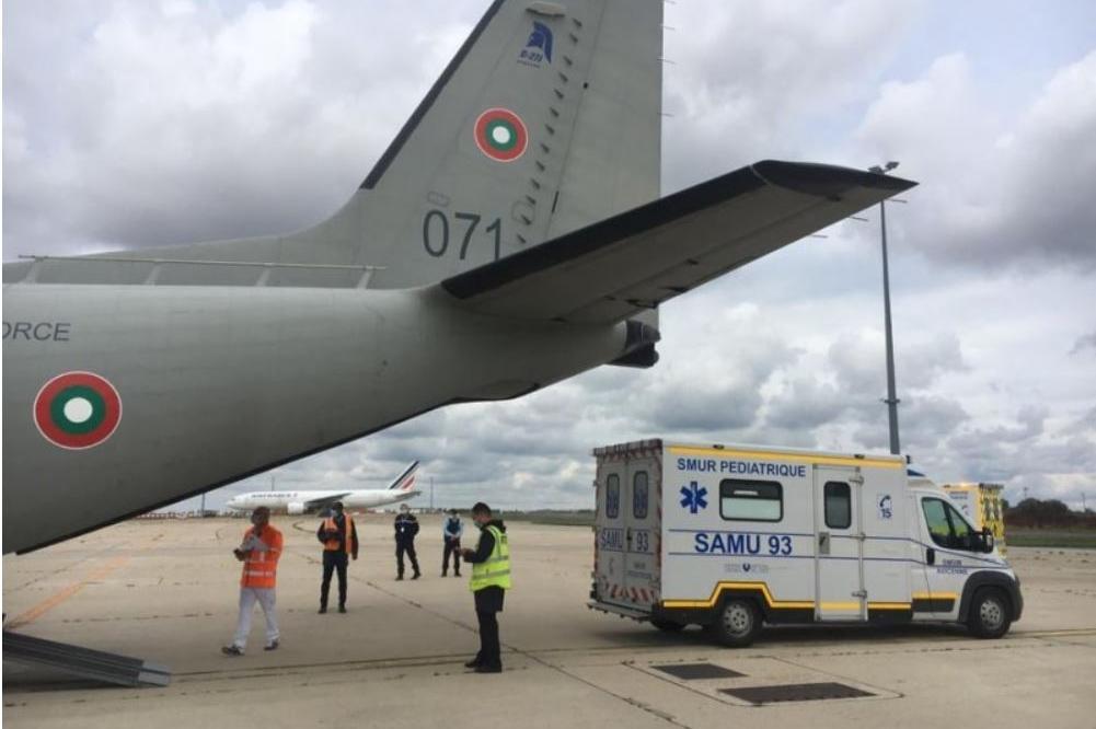 """Военнослужещи транспортираха от София до Франция тримесечно бебе със """"Спарт"""