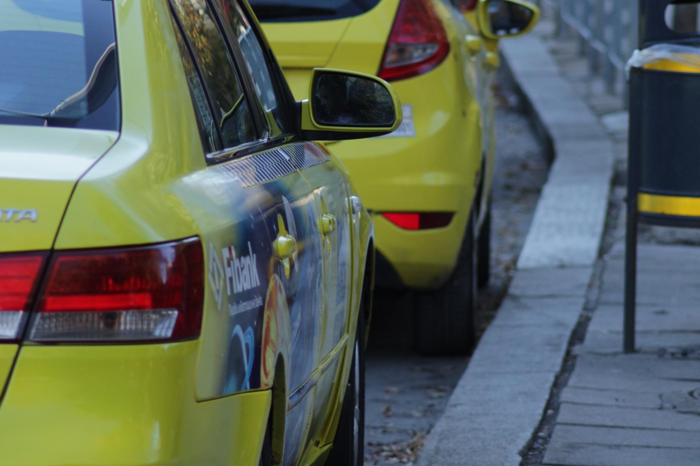 Общински съветник в СОС предлага 300 лв. алтернативен данък на такситата за