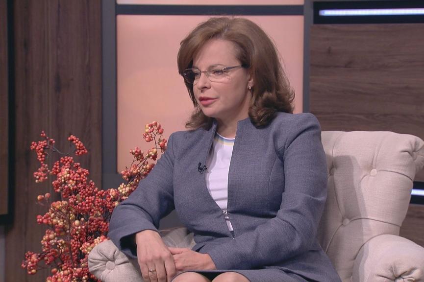 Таня Андреева зове: Трябва да се затворят и училищата