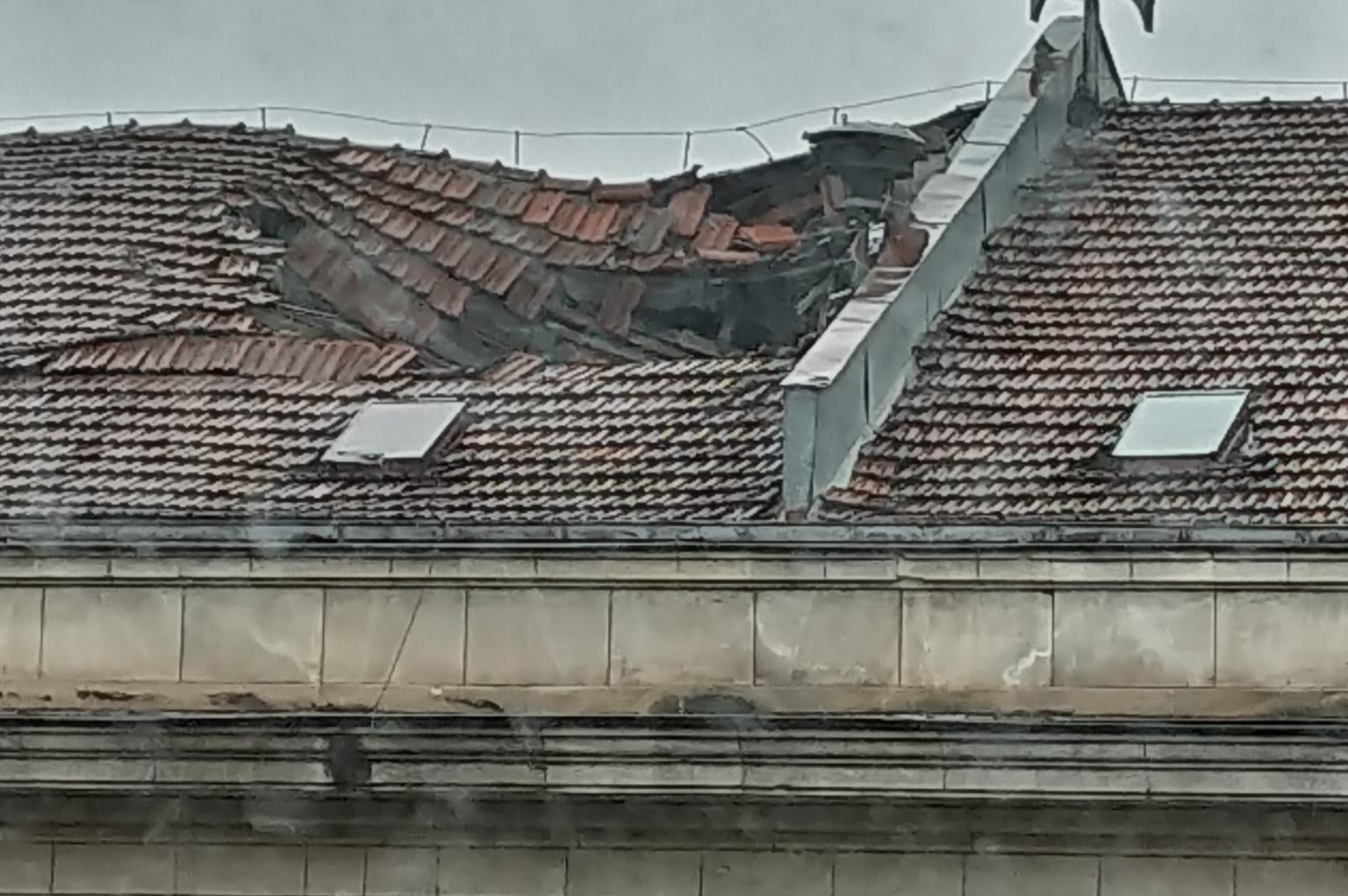 """Покривът на Софийска техническа гимназия се срути, ще стане ли втори """"Алаби"""