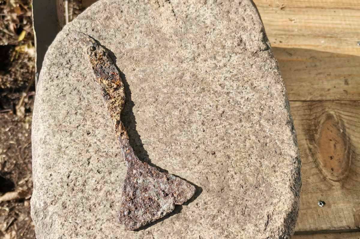 Откриха къща с огнище за преработка на желязна руда на Кокалянски Урвич