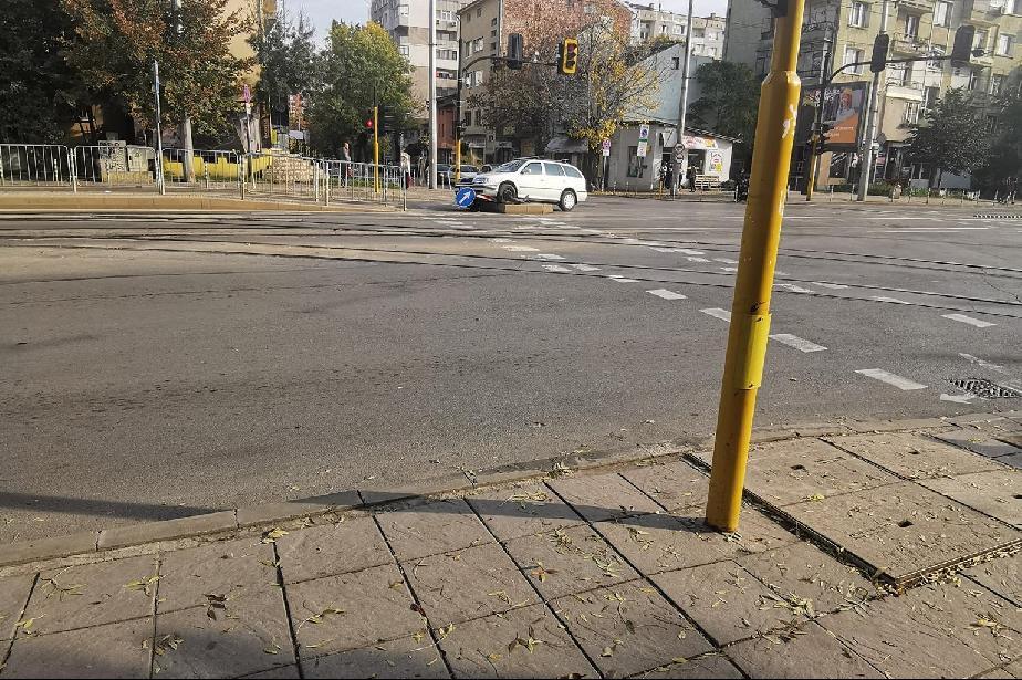 Автомобил катастрофира на кръстовището на Константин Величков и Симеон