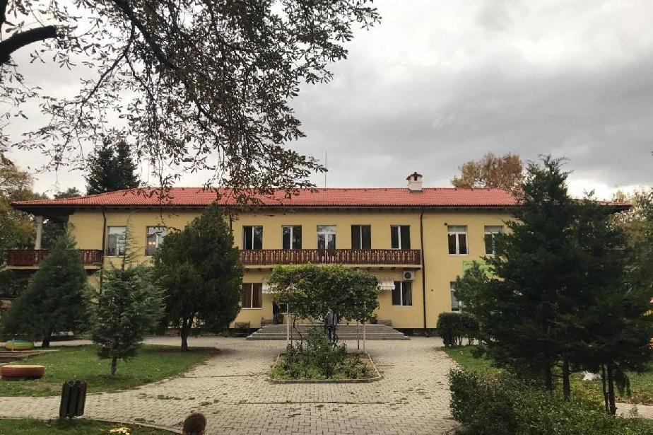 """Старата сграда на 192 ДГ """"Лозичка"""" с ремонтиран покрив"""