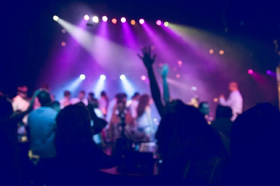 Ричард Алибегов предлага: С маски до масите в нощните клубове