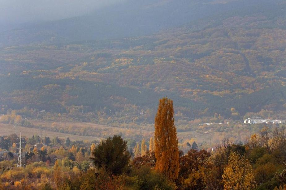 Ясно и тихо в планините край София, на Витоша работи кабинковия лифт