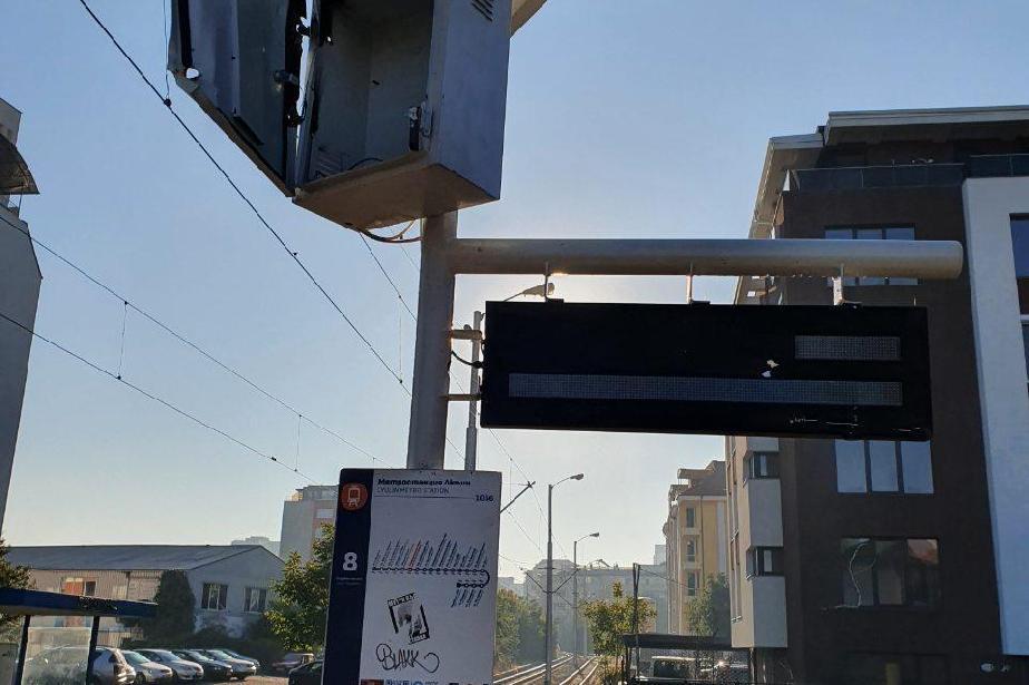 """Вандали четири пъти режат с флекс спирка на трамвая на метростанция """"Люлин"""""""