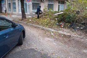 "Събарят порутена къща на ул.""Дедеагач"" №6"