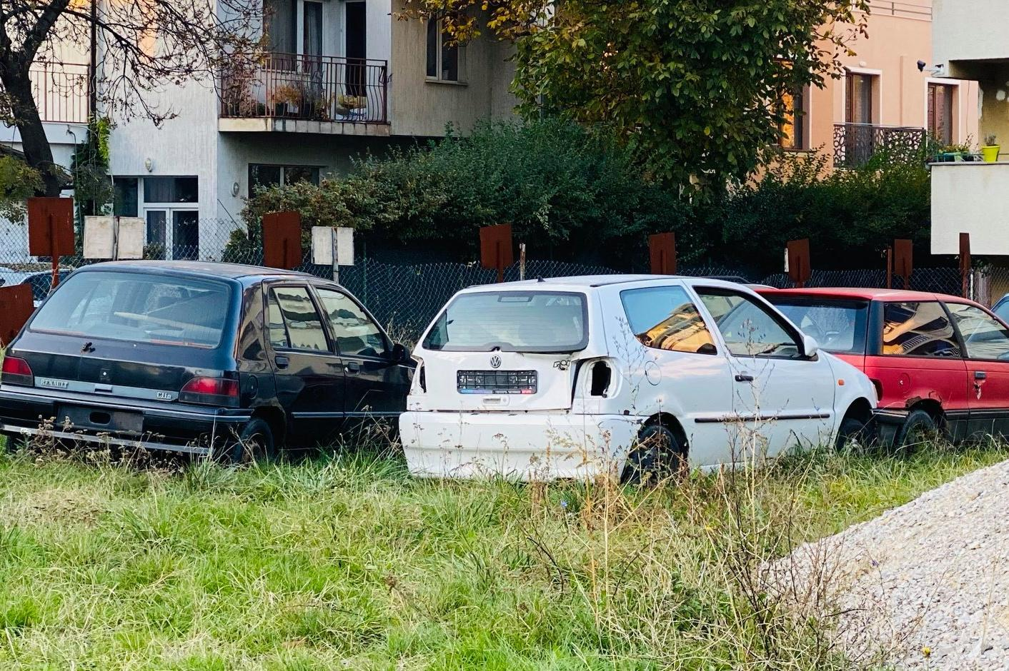 "Вдигат изоставени автомобили в ""Лозенец"""