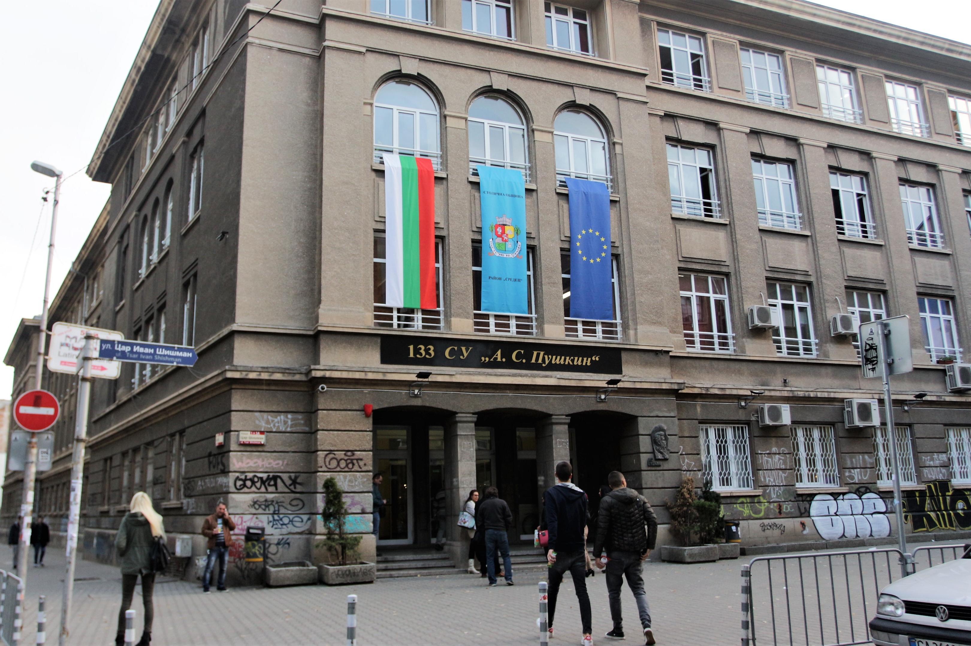 В София: 87 училища със заповеди от министъра за онлайн обучение