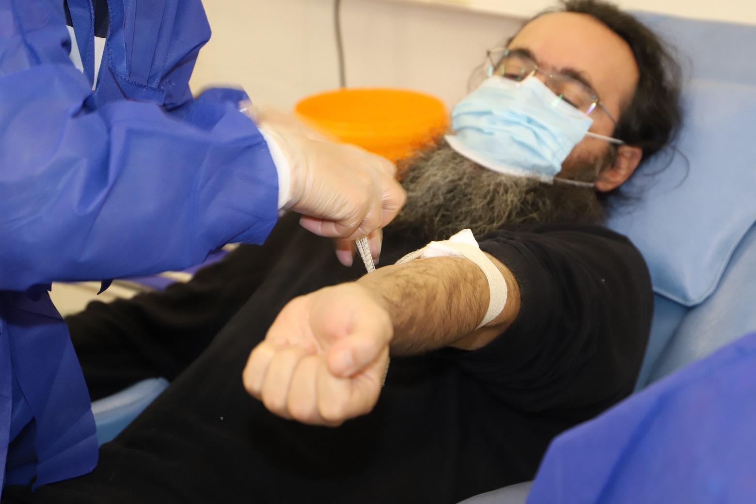 Свещеници дариха кръв във ВМА (СНИМКИ)