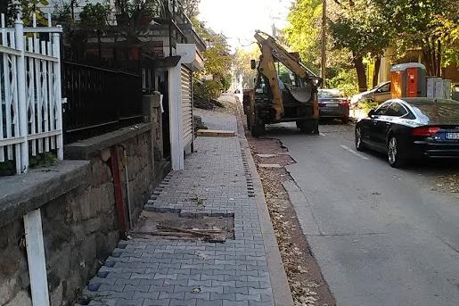 "Ремонтираха южния тротоар на ул. ""Бунтовник"""