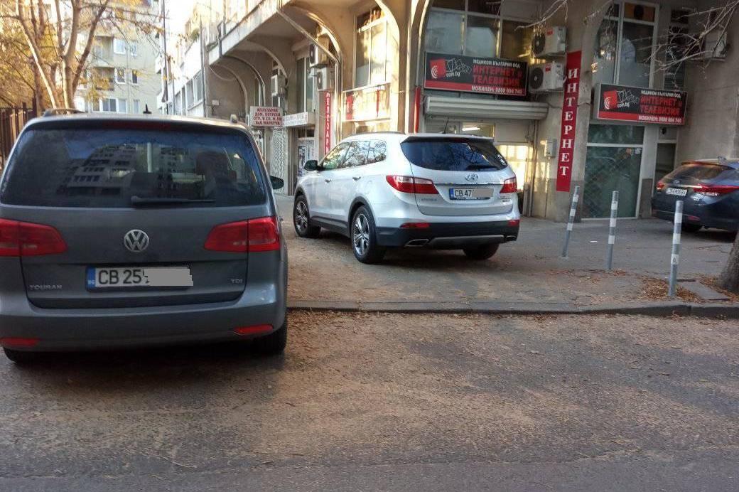 Пак паркират на тротоар на ул. Дедеагач