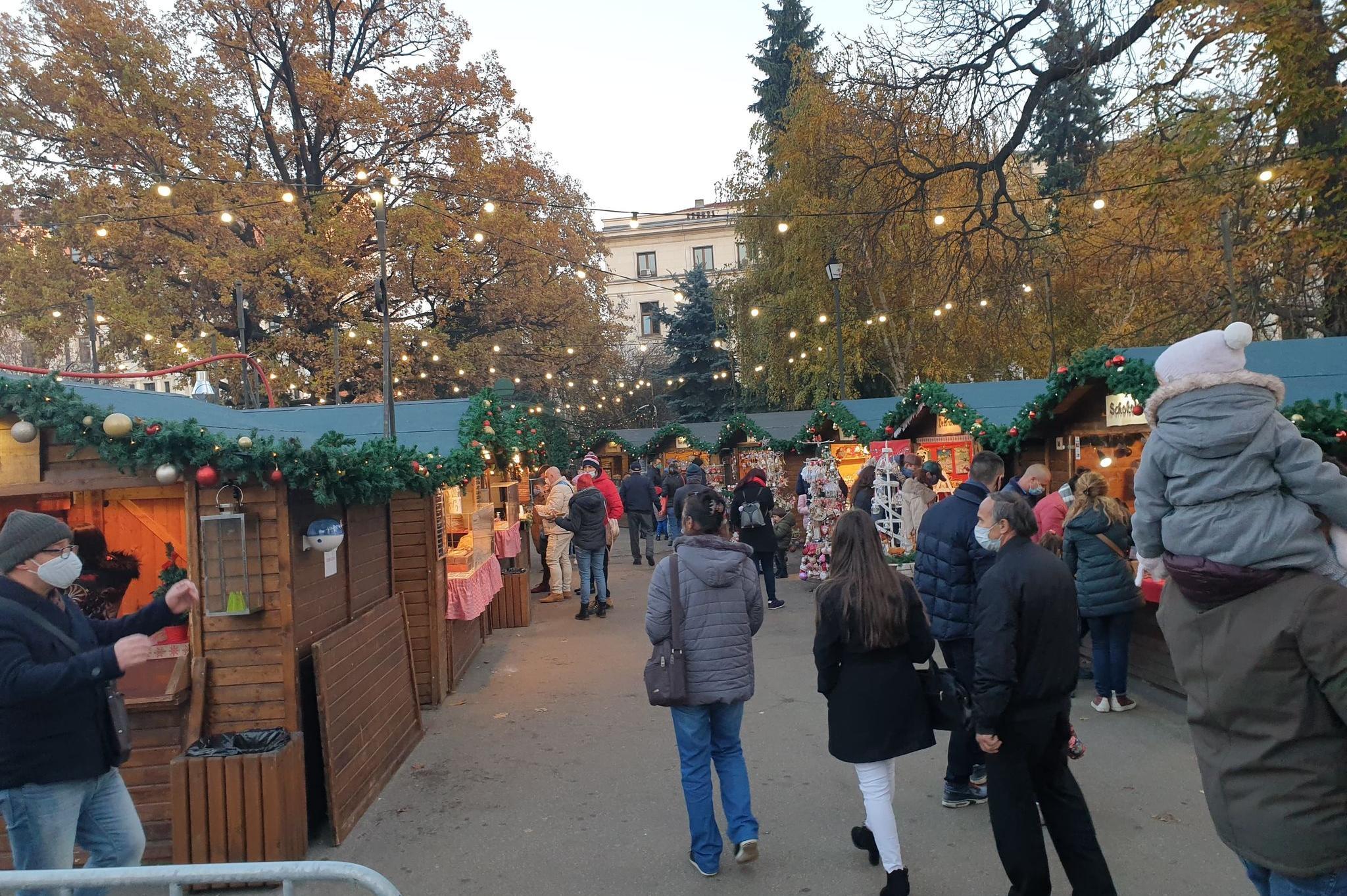 Опашка, маски и дисциплина на Немския коледен базар в София