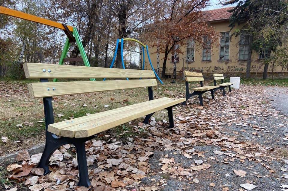 Мировяне с нова беседка, маси и пейки по ПУДОС