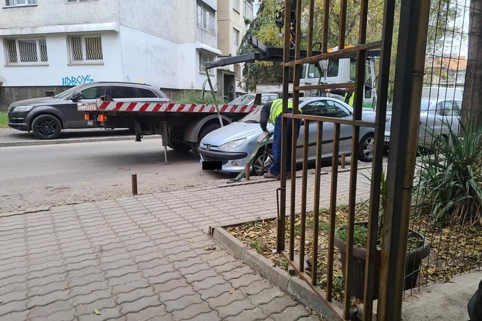 """Паяк налази автомобил в """"Хаджи Димитър"""" (СНИМКИ)"""