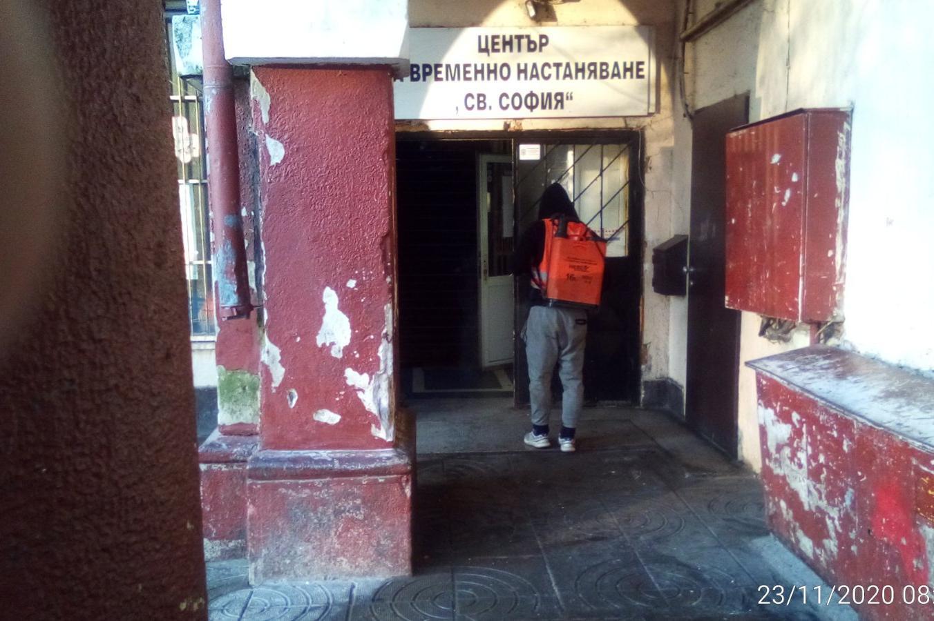 Продължава дезинфекцията в София- обработват се спирки, болници, подлези