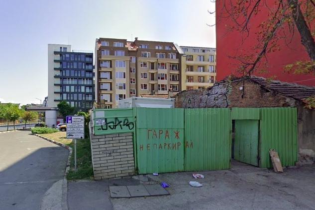 На Одрин 84 в София: Пункт за вторични суровини трови квартала