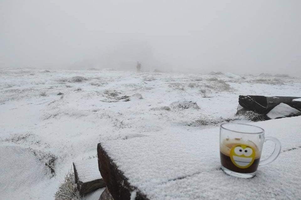 Сняг покри Черни връх