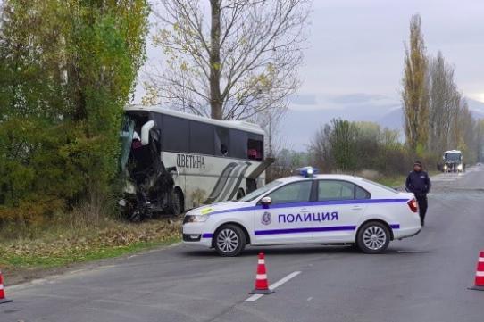 Двама загинали при тежка катастрофа край Ботевград