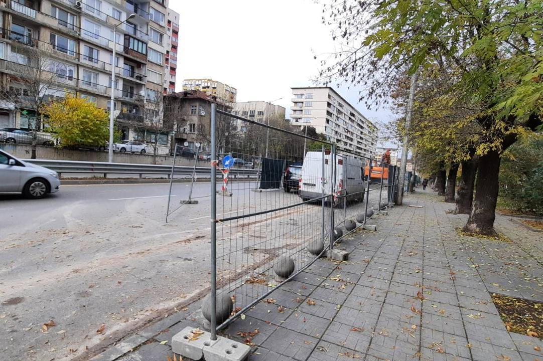 """Строителна фирма бе глобена заради ограда при ремонт от ул. """"Беласица"""" до у"""