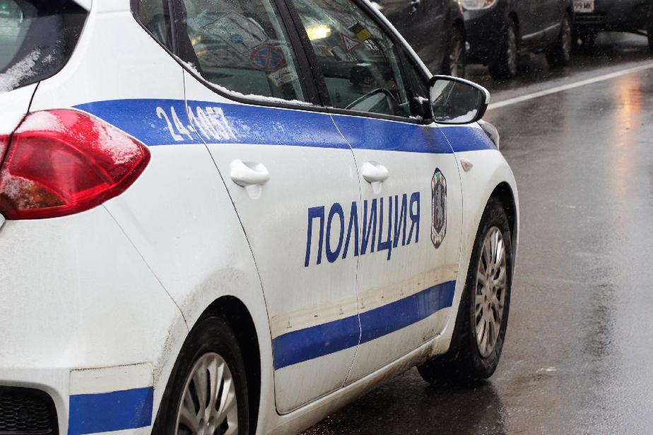 Полицията в Елин Пелин задържа трима при акция срещу наркотиците