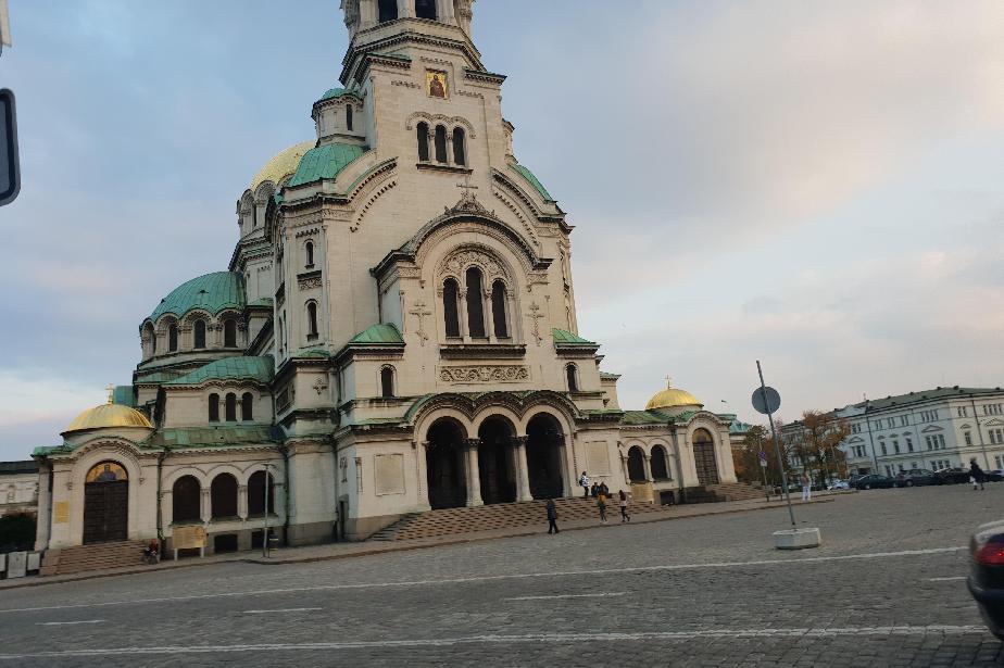 """Храмът """"Свети Александър Невски"""" чества своя зимен празник"""