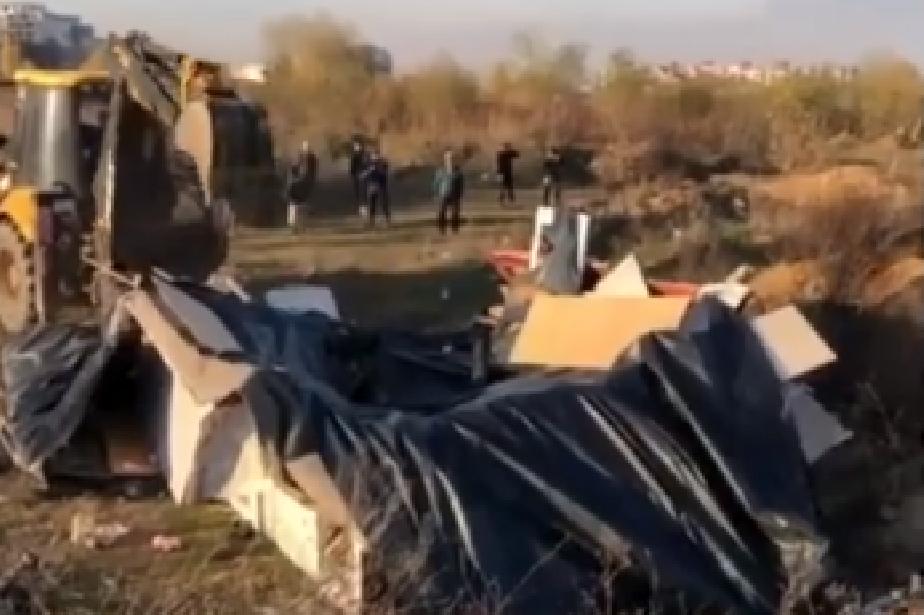 """Още 40 незаконни постройки са махнати в """"Малинова долина"""""""