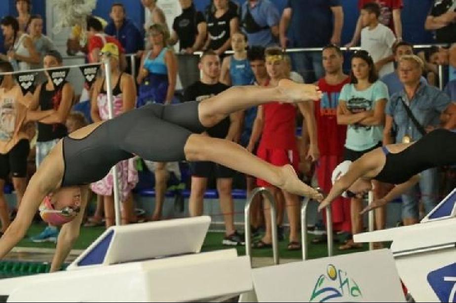 """Само над 18 години ще стартират на шампионата по плуване на столичния """"Диан"""