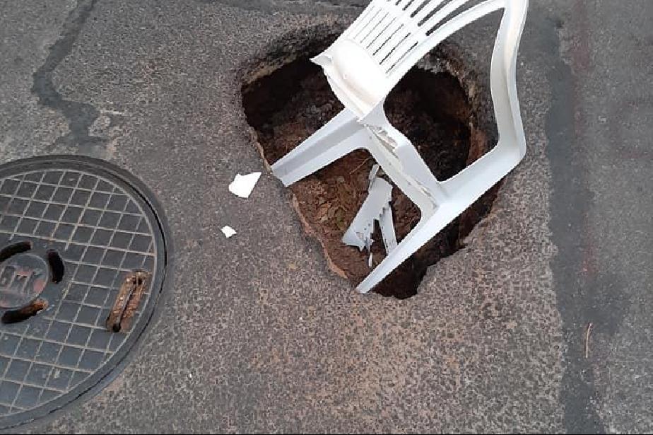 """Отвори се дупка на кръстовището на улиците """"Ворино"""" и """"Димитър Атанасов"""""""
