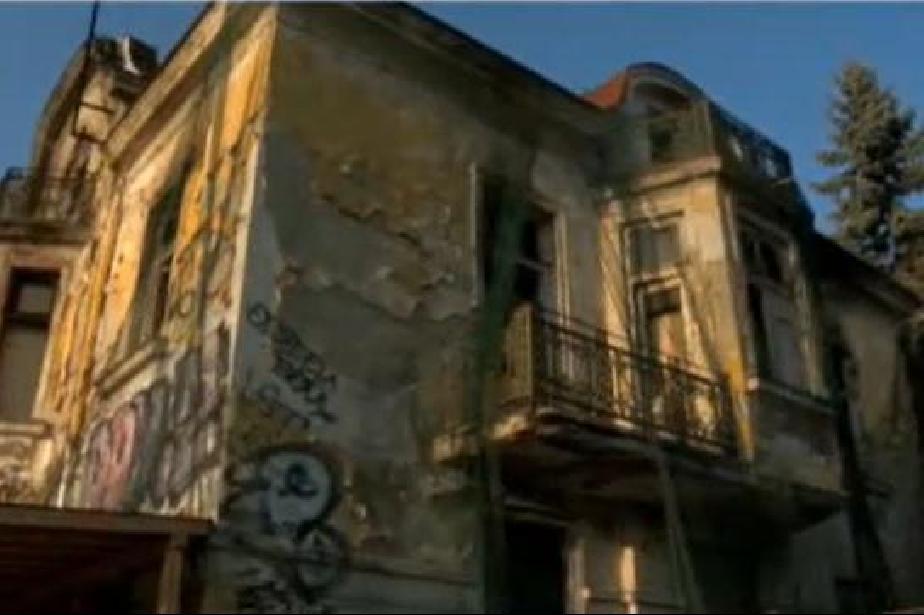 На покрива на Шапкаревата къща в София е извършен крепеж