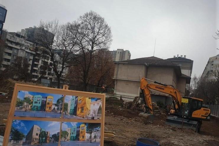 Кметът на Възраждане направи първа копка за нова детска градина (СНИМКИ)