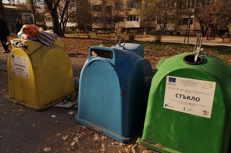 От Овча купел: Веднъж на 2 седмици чистят контейнерите пред бл. 13