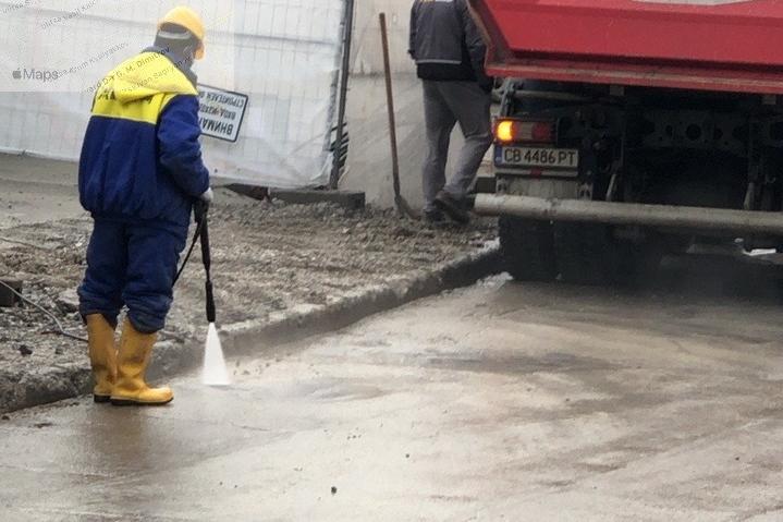 Строител замърси ул. Пимен Зографски с кал