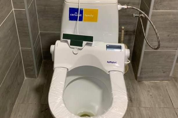 Иновация: Въртяща седалка на тоалетна пази от COVID-19 в сградата на Оборищ