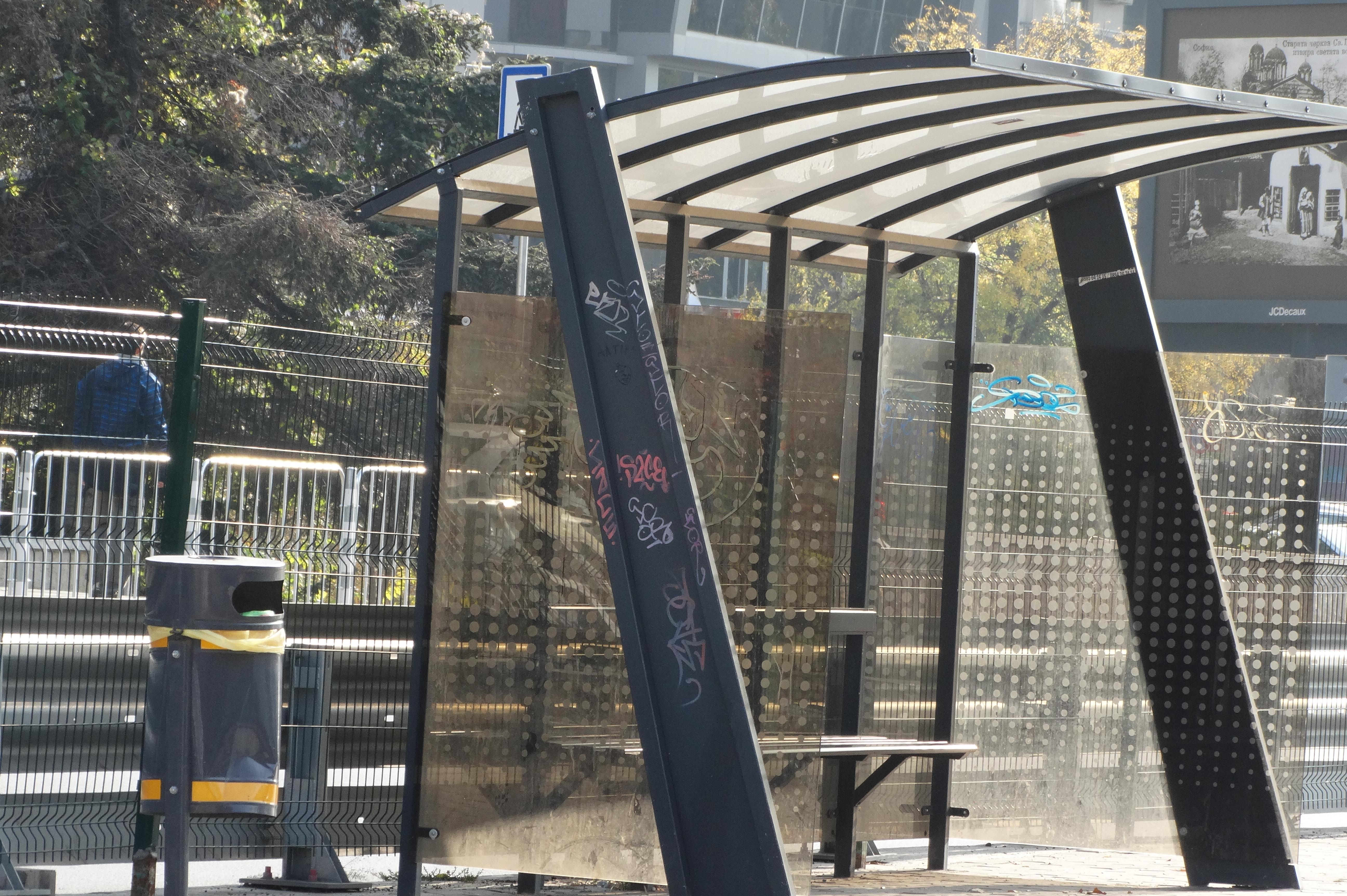 В София: Спирките на транспорта ще са осветени, табелите в града с еднакъв