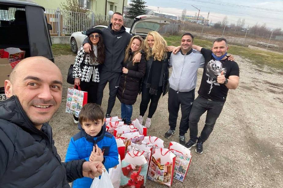 """Добротворци: """"Заедно за Сердика"""" зарадваха 30 семейства  за Коледа"""
