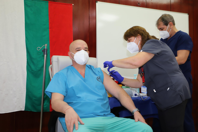 491 медици от столичната ВМА са ваксинирани срещу коронавирус (СНИМКИ)