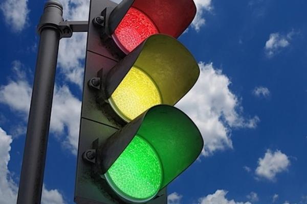 Увеличиха времетраенето на зеления светофар на Сточна гара