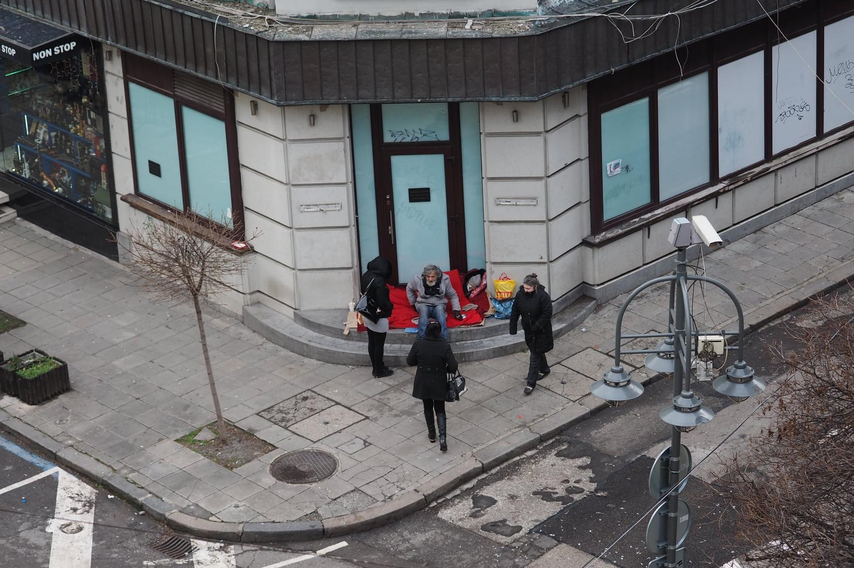 """Столична община изпрати мобилен екип при бедстващи бездомници на """"Съборна"""""""
