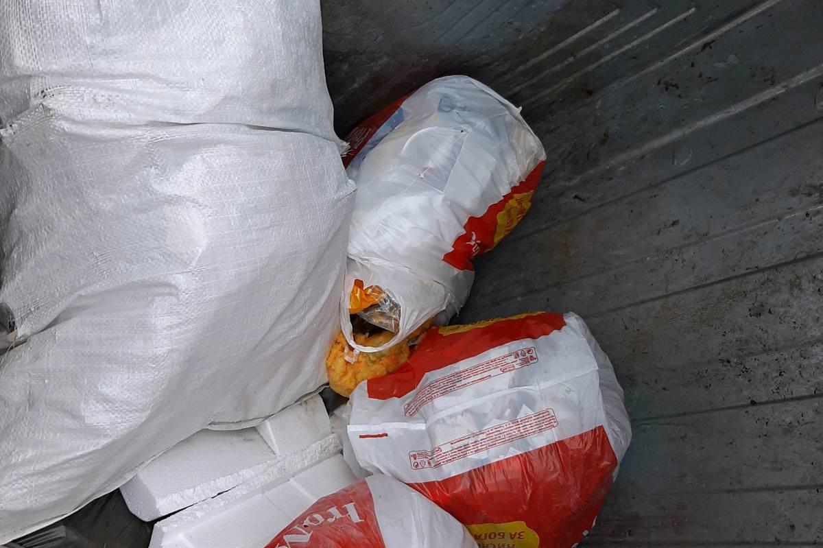 """Жена от """"Лозенец"""" изхвърли строителни отпадъци от кола, глобиха я"""
