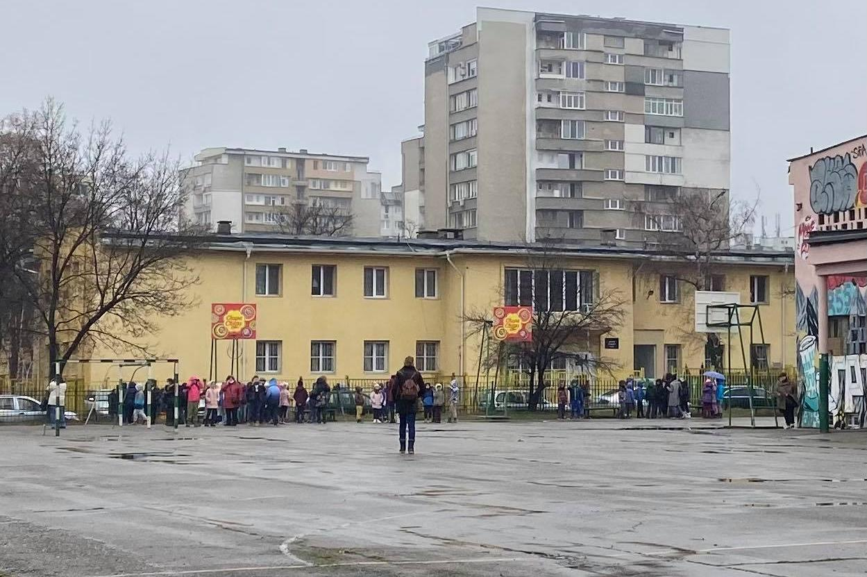 """Пожар в мазето на 93 - то училище """"Александър Теодоров Балан"""""""