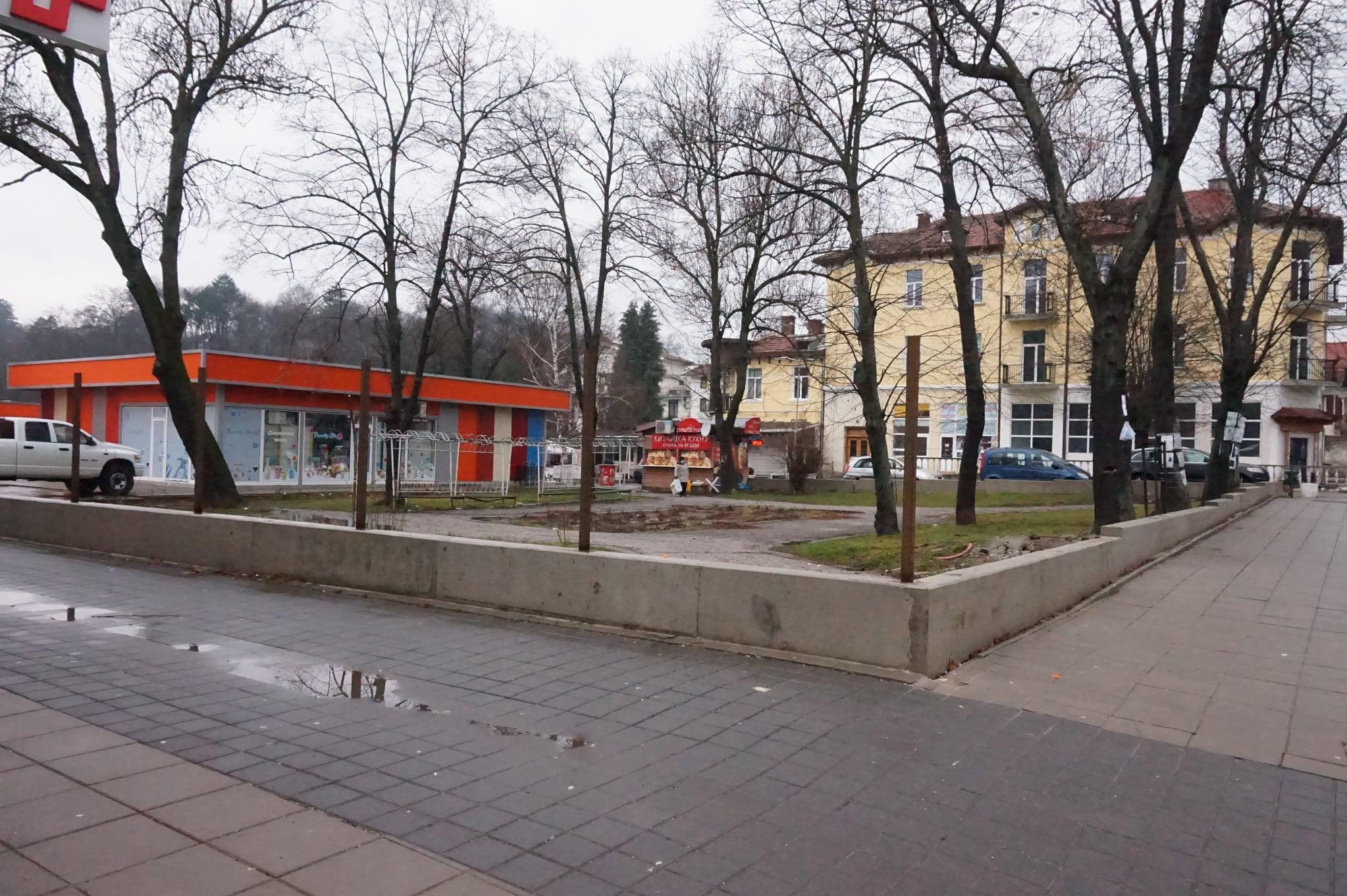 Борба за запазване на градинката в центъра на Банкя